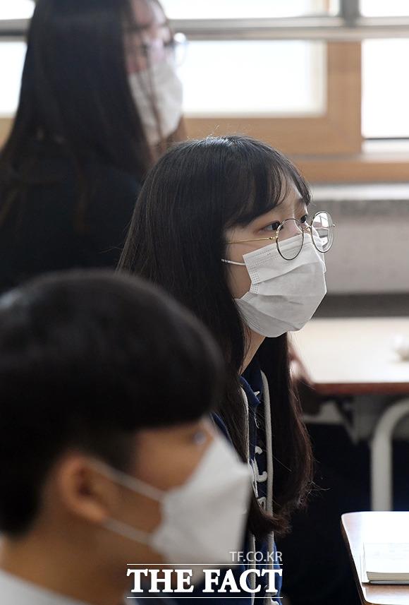 수업중에도 마스크 착용은 반드시 해야죠