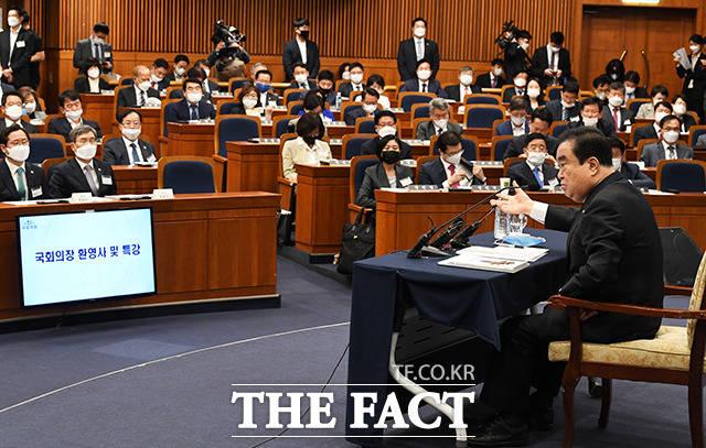 환영사 하는 문희상 국회의장(오른쪽)