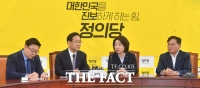 [TF사진관] '5·18 관련 법안 처리' 의견 모은 주호영-심상정