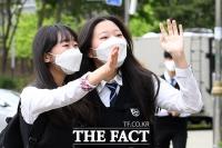[TF사진관] 80일 만의 등교, '즐거운 발걸음의 고3 학생들'