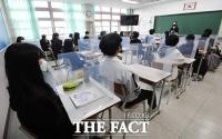 [TF포토] 개인 칸막이 설치된 교실