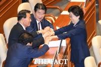 [TF포토] 마지막 본회의 참석한 이은재 의원