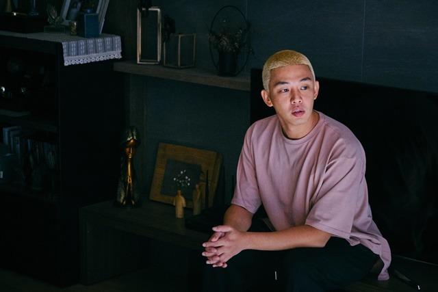 배우 유아인이 좀비 영화의 주연을 맡았다. /#살아있다 스틸컷