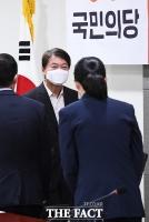 [TF포토] 국민의당 최고위원회의 참석한 안철수 대표