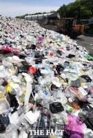 [TF포토] 쌓여만 가는 플라스틱 쓰레기