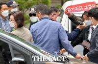 [TF사진관] 야유 속 황급히 법정 나서는 정경심 교수