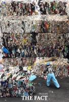 [TF사진관] 플라스틱 대란 막아라! '눈코 뜰 새 없는 자원순환센터'