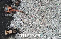 [TF포토] 산더미 처럼 쌓인 폐플라스틱