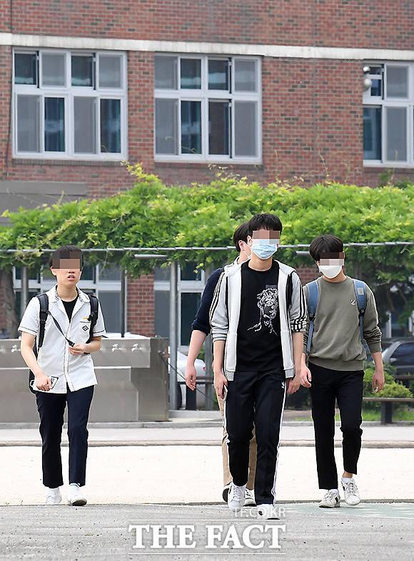 종종 보이는 마스크 벗은 학생들
