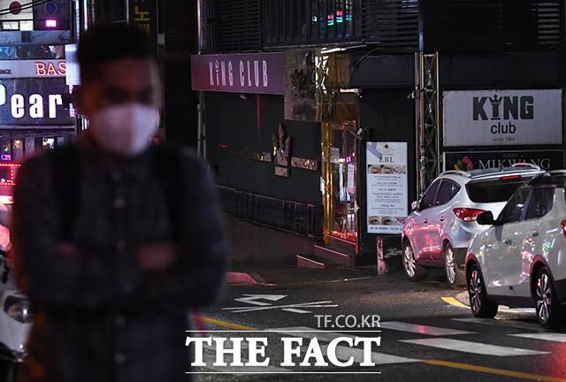 이태원 클럽발 신종 코로나바이러스 감염증(코로나19) 확진자가 219명으로 늘었고, 이로 인한 5차 감염자도 2명이나 나왔다. 서울 용산구 이태원에서 음심점과 술집들이 밀집한 거리들이 한산한 모습을 보이고 있다. /배정한 기자