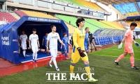 [TF포토] K리그, 입장하는 수원-인천 선수들