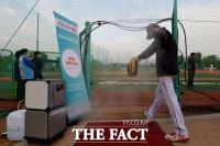 [TF포토] 연예인 야구대회, 입구에 마련된 '코로나 케어존'