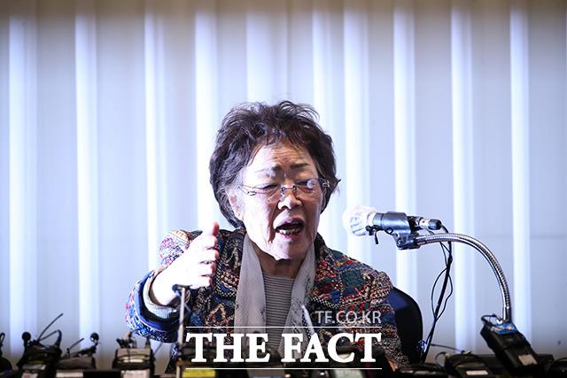 일본 언론을 포함한 외신들이 위안부 피해자 이용수 할머니의 윤미향 더불어민주당 당선이과 정의기억연대 기부금 의혹 폭로를 비중있게 다루고 있어 주목된다. 사진은 25일 대구 인터불고 호텔 기자회견에서 발언하는 이 할머니. /임영무 기자