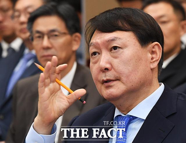 윤석열 검찰총장이 별장 접대 의혹을 보도한 한겨레를 상대로 낸 고소를 취소했다./더팩트 DB