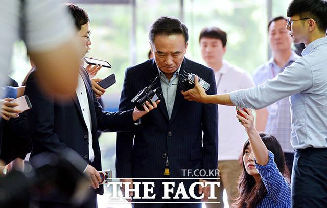 비서를 성추행한 혐의로 기소된 최호식(66) 호식이두마리치킨 전 회장에게 유죄가 최종 확정됐다./이덕인 기자