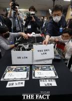[TF포토] 투표에 사용된 선거장비 내부 공개하는 선관위