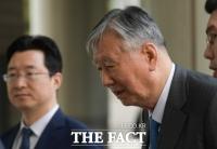 법원, 이중근 회장 석방 요청 불허…구속 유지