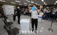 [TF포토] 부정투표 의혹 해소, 특수봉인지 공개하는 선관위
