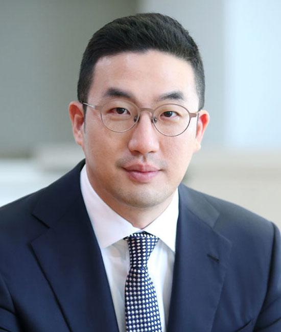구광모 LG그룹 회장이 지난 28일 오후 출범 2년을 맞은 서울 마곡 LG사이언스파크를 방문해 그룹 차원의 디지털 전환, 인공지능 추진 전략과 현황, 우수 인재 확보 방안 등에 대해 논의했다. /LG그룹 제공