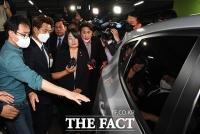 [TF사진관] 기자회견 끝내고 국회 나서는 윤미향