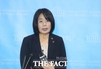 [TF사진관] 취재진 질문에 답변하는 윤미향