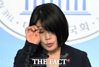 [TF사진관] '땀이 줄줄' 윤미향, 긴장의 기자회견