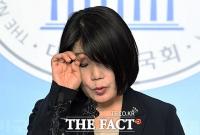[TF주간政談] '더웠나? 긴장했나?' 윤미향의 아리송한 '땀눈물'