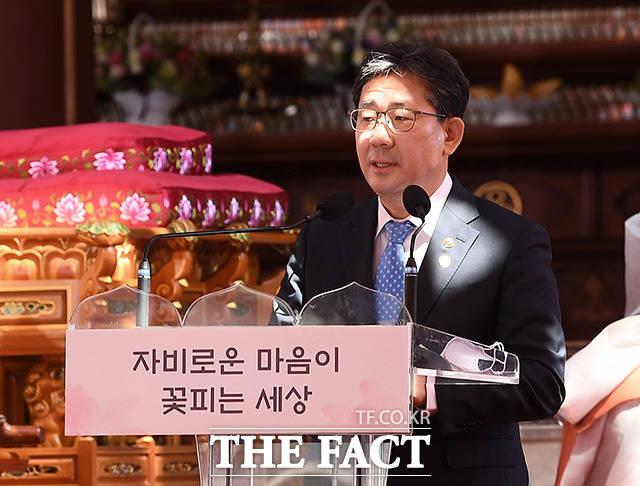 대통령 봉축메세지 대독하는 박양우 문화체육관광부 장관