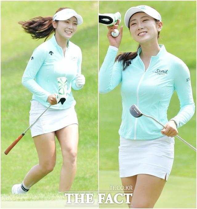 한국여자프로골프(KLPGA) 투어 E1채리티 오픈 4라운드가 31일 경기도 이천 사우스스프링스 골프클럽에서 열린 가운데 안소현이 마지막 홀로 달리며 미소 짓고 있다. /이천=이덕인 기자