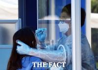 [TF사진관] '여의도 학원가 코로나19 비상'...긴급 설치된 워킹스루 선별진료소