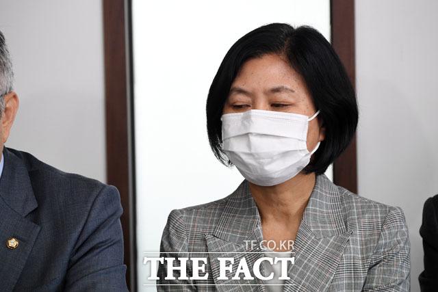 21대 초선 강민정 의원… 국회의원 배지는 아직~