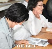 [TF포토] 부모님 그리워하는 위안부 피해자 유가족