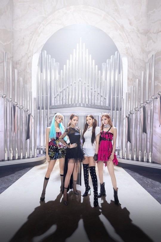 블랙핑크가 6월 중 신곡을 발표한다. 1년 2개월 만의 컴백으로 이들은 9월엔 첫 정규앨범을 발표하고 이후 솔로 프로젝트까지 활동을 이어갈 예정이다. /YG엔터 제공