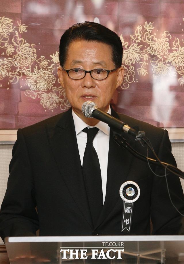 지난 2009년 8월 9일 김대중 대통령 서거 당시 북한 조문단 관련 내용을 기자들에게 브리핑하던 박 전 의원. /더팩트 DB