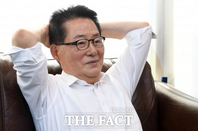 박 전 의원이 고 김대중 전 대통령과 함께했던 당시를 이야기하며 미소 짓고 있다. /남용희 기자