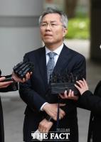 국회의원 최강욱 첫 재판…'정경심 문자' 놓고 공방