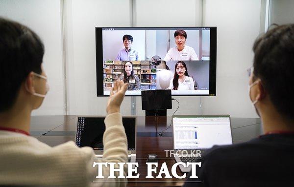 SK텔레콤이 SKCT 필기전형 합격자를 대상으로 인:택트(Interactive Untact) 면접을 실시할 계획이다. /SK텔레콤 제공