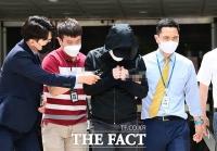 [TF포토] 박사방 유료회원, '취재진 질문에 묵묵부답'