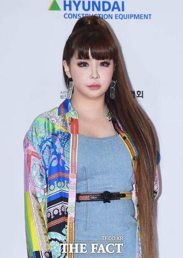 인형같은 외모 제25회 2019 드림콘서트에 참석한 박봄.