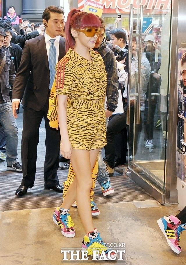 톡톡 튀는 스타일의 선두주자 2011년 11월, 아디다스 오리지널 운동화 2NE1 런칭행사.