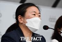 [TF포토] 재산 분석 결과 발표하는 김성달 국장