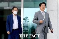 [TF사진관] '21대 국회 첫 본회의' 함께 이동하는 홍준표-권성동