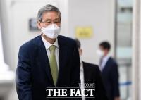 [TF포토] 재판 출석하는 고영한 전 대법관