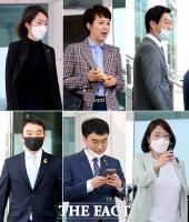 [TF사진관] '두근두근'…초선의원들의 '첫' 본회의 가는 길!