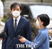[TF사진관] '질문 답하며 재판 출석하는 조국 전 장관'