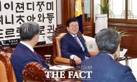 [TF포토] 노영민 비서실장과 환담하는 박병석 국회