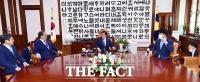 [TF사진관] 노영민 비서실장, 박병석 국회의장 예방