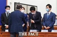 [TF사진관] 이해찬 대표 관심 받는 젊은 초선 의원들