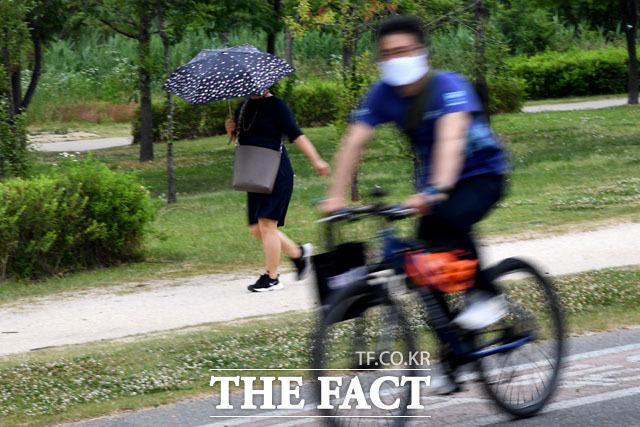 빗방울이 떨어지기 시작한 10일 오후