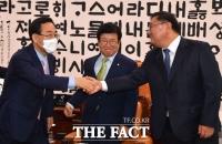 [TF포토] 여야 갈등 속 난감한 박병석 의장